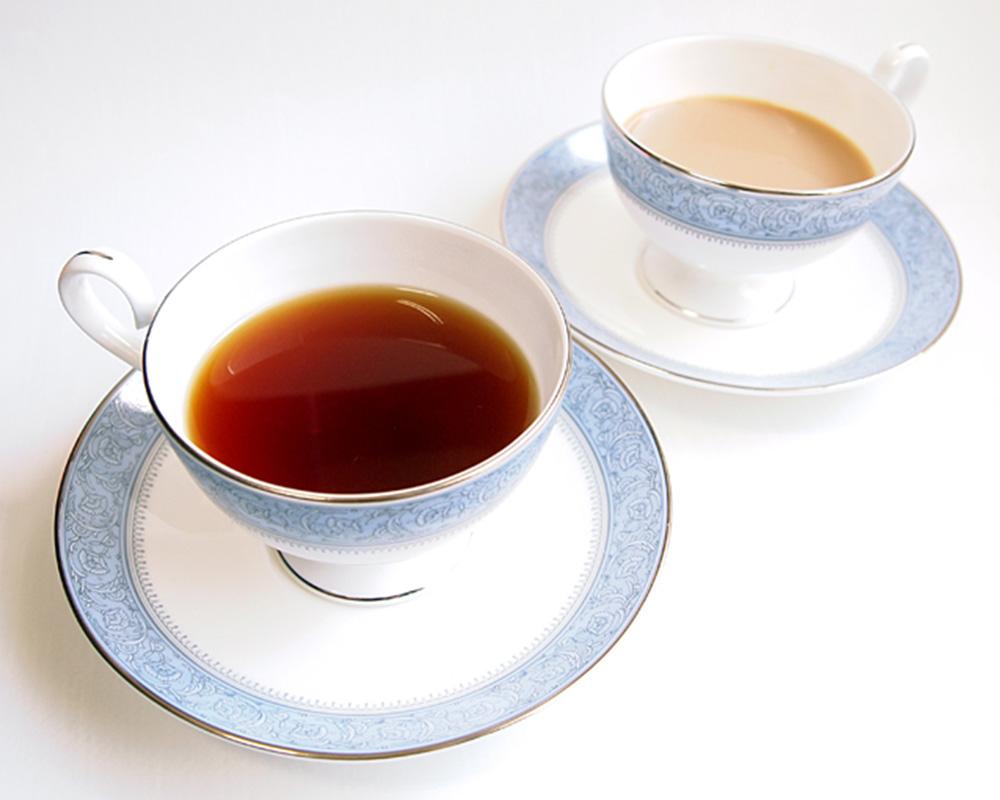 紅茶「ロイヤルブレンド」と「ミルクティー」